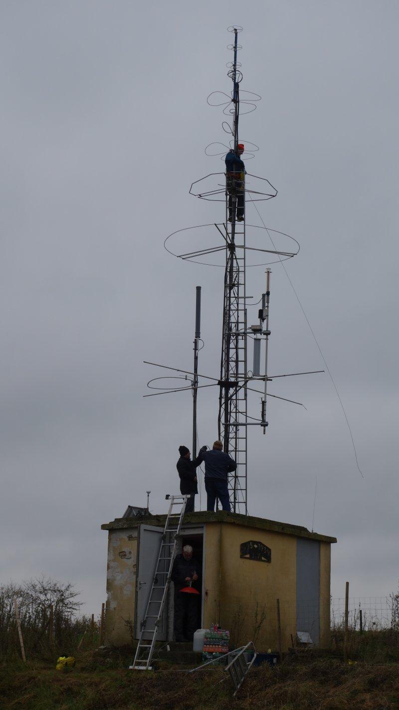 oz7igy_cabin_antennas